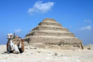 800px-saqqara_pyramid_ver_2